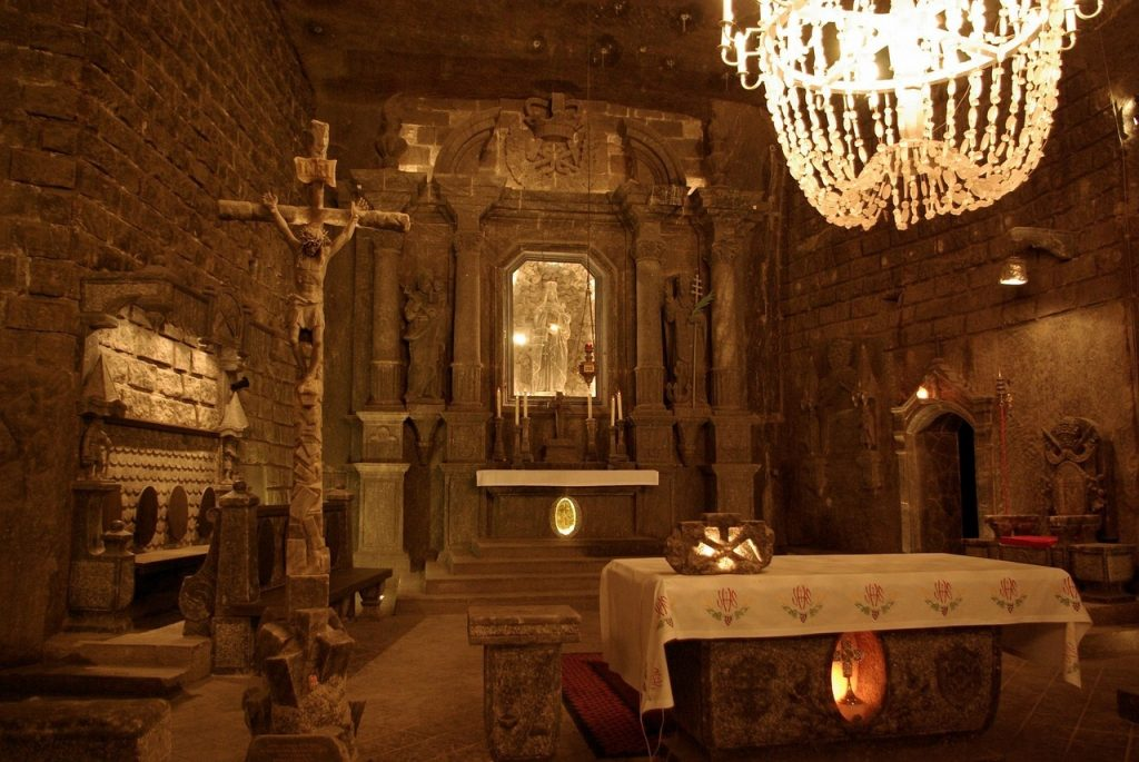Discover an entire chapel made from salt in Wieliczka